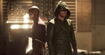 arrow the flash crossover photos video
